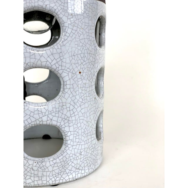 Contemporary White Crackle Glazed Ceramic Table Lamp For Sale - Image 4 of 5