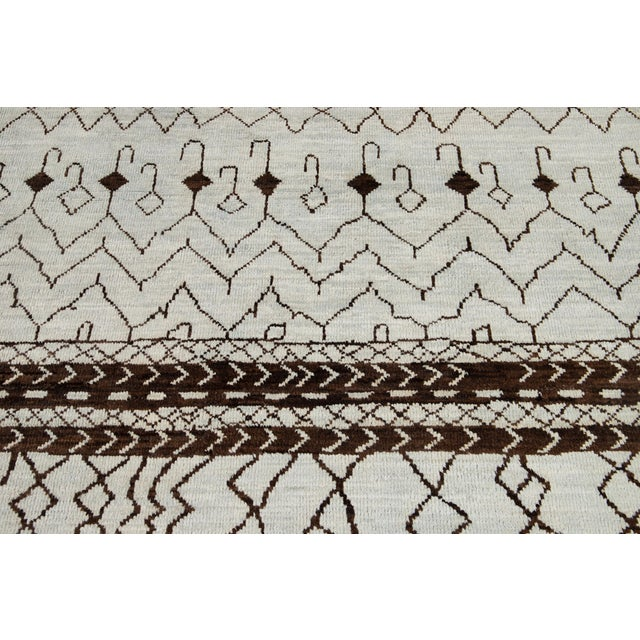 21st Century Contemporary 12'x19' Moroccan Wool Rug For Sale - Image 9 of 13