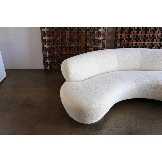 Directional Vladimir Kagan Serpentine Sofa For Sale - Image 4 of 12