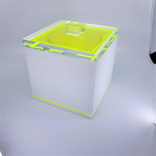 Offering a great vintage Tinsley Mortimer Ice bucket in a rare fluorescent yellow/green neon and white Lucite combination....