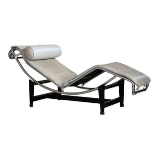 Le Corbusier Lc4 Style Chaise in Gray Ostrich Leather For Sale
