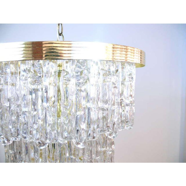 Mid-Century Modern Tiered Lucite Icicle Chandelier For Sale - Image 3 of 10