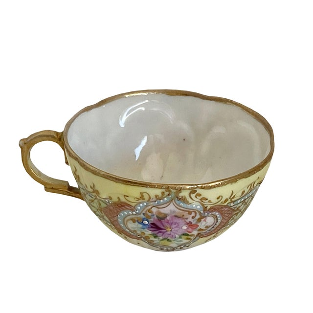 """A beautiful floral design with dots, gilt scrolls and trim. Pearlized interior. 4"""" Diameter x 2"""" High"""