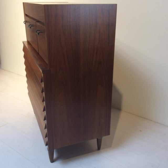 "Brown 1970s Mid-Century Modern Merton Gershun for American of Martinsville ""Dania"" Highboy Tall Chest For Sale - Image 8 of 13"
