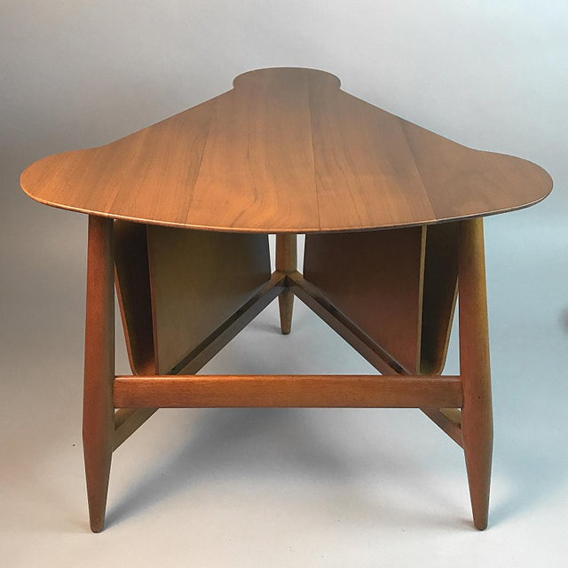American Classical Edward Wormley for Dunbar Wedge Shaped Magazine Table in Sap Walnut & Malabar For Sale - Image 3 of 9