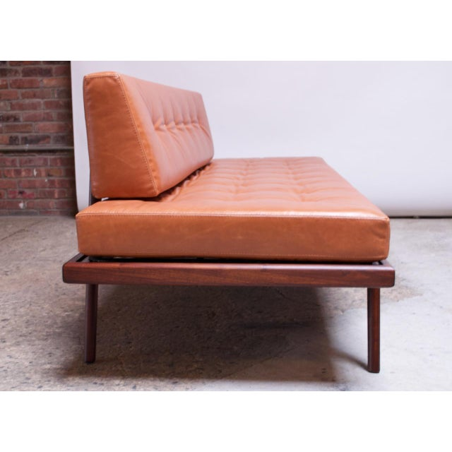 1950s Mid-Century Walnut and Leather Daybed / Settee by Mel Smilow For Sale - Image 5 of 13