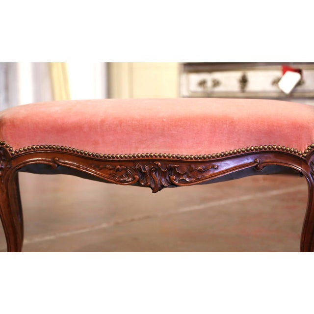 French Midcentury French Louis XV Carved Walnut and Velvet Bombe and Curved Bench For Sale - Image 3 of 9