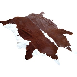Gambrell Renard Hereford Cowhide Rug - 6′6″ × 7′6″ For Sale