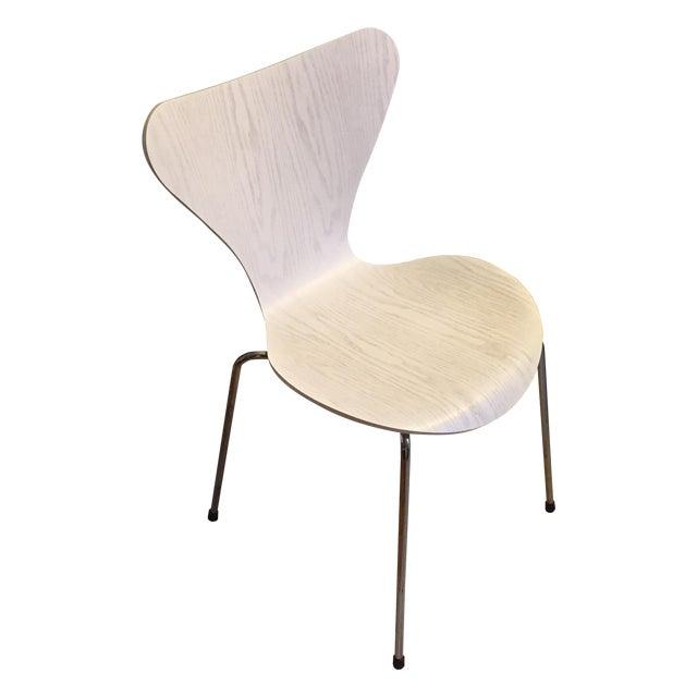 Arne Jacobsen & Fritz Hansen Series 7 White Chair - Image 1 of 3