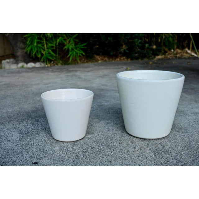 1960's Vintage White Planter-a Pair For Sale In Los Angeles - Image 6 of 6
