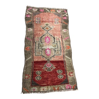 1960s Vintage Handknotted Eclectic Rug- 1′6″ × 2′11″ For Sale