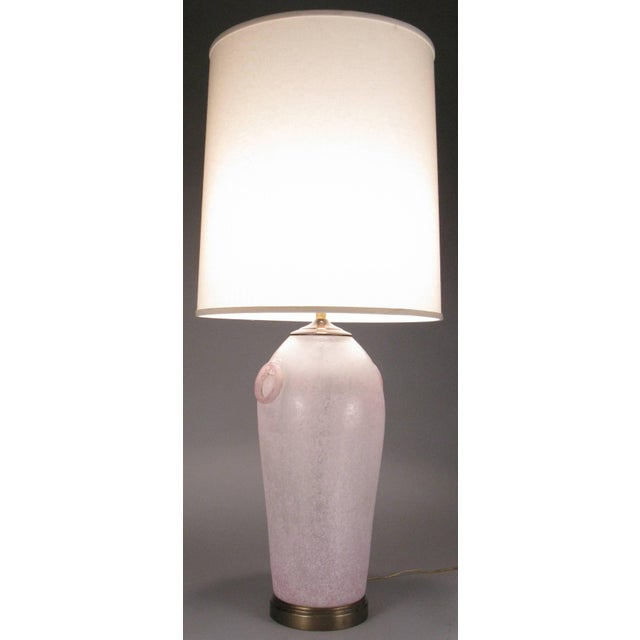 Hollywood Regency Pair of Vintage Etruscan Glass Lamps by Chapman For Sale - Image 3 of 7