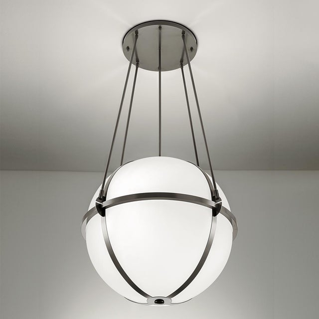 Steel grey frame with opal acrylic diffuser. Certification: IP20. Bulbs: 3 x E27 7W LED 2700K