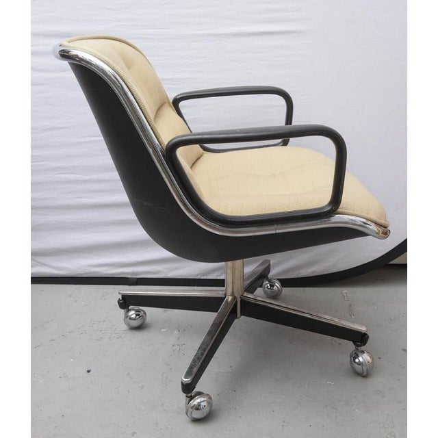 Mid-Century Modern Pair of Charles Pollock for Knoll Executive Chairs, 1970s Usa For Sale - Image 3 of 9