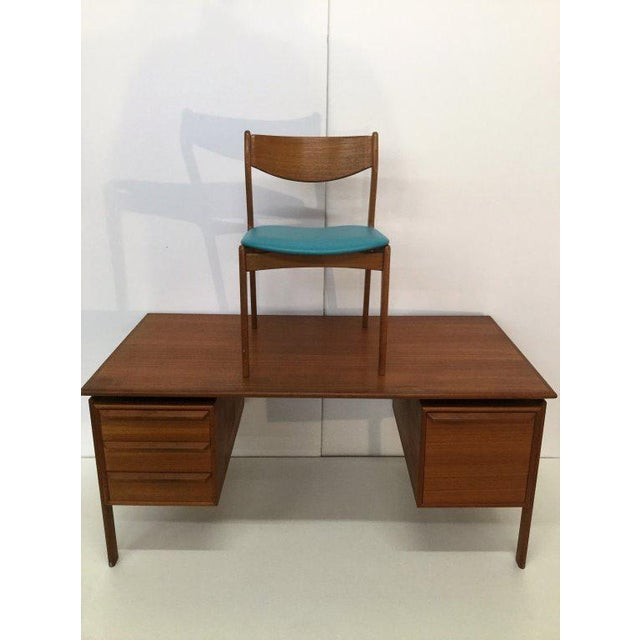 This office set would be great in a classic or contemporary dining room, living room, den, family room, office or bedroom....