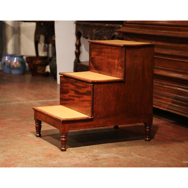 Hollywood Regency 19th Century English Mahogany Library Step Ladder With Storage and Leather Top For Sale - Image 3 of 13
