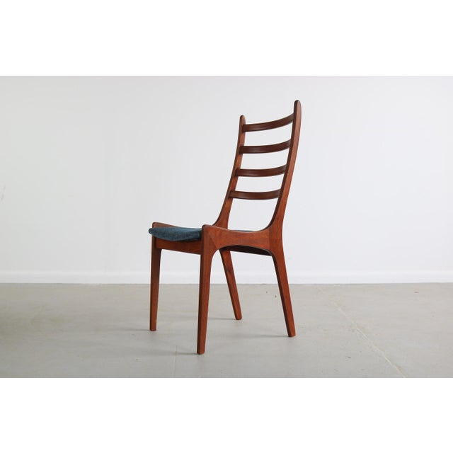 Set of 4 Mid Century Danish Modern Contoured Ladder Back Dining Chairs in Teak For Sale - Image 4 of 8