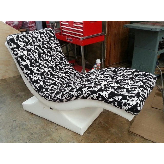 Plastic 1970's Mid-Century Modern Psychedelic Butterfly Chaise Lounge For Sale - Image 7 of 7