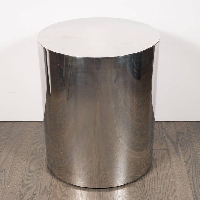 This pedestal was realized in the United States, circa 1970. Composed of a simple cylindrical form in lustrous chrome, it...