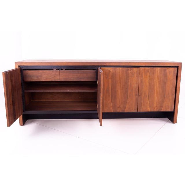 Mid-Century Modern Mid Century Milo Baughman for Dillingham Bookmatched Walnut Sideboard Buffet For Sale - Image 3 of 13