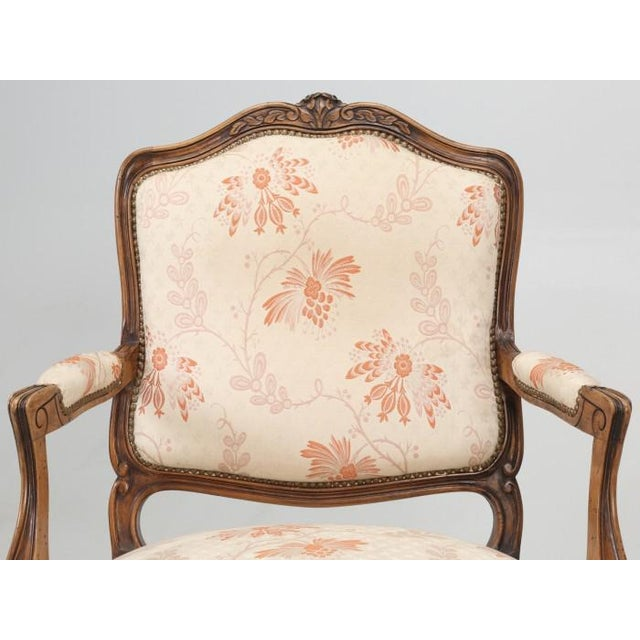 Early 20th Century Antique French Louis XV Style Pair of Arm Chairs For Sale - Image 5 of 13