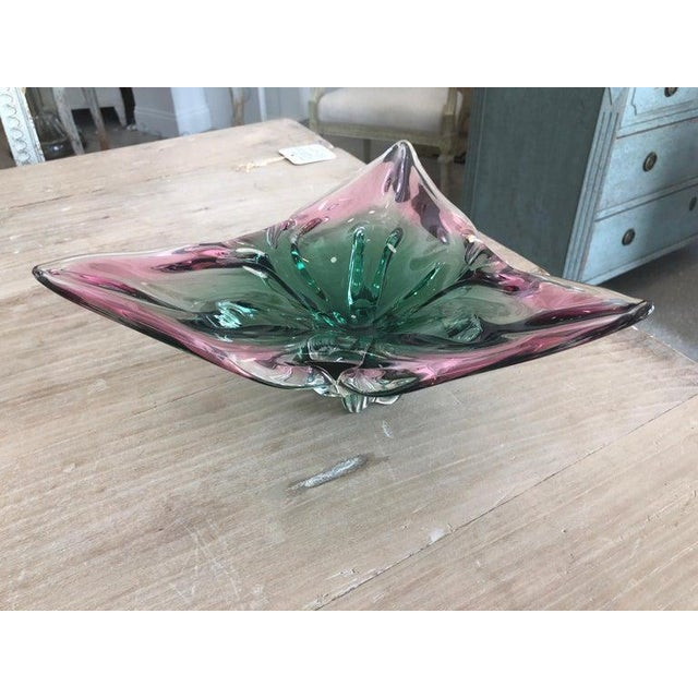 Green 1960s Vintage Murano Glass Triangle-Shaped Green and Pink Bowl, Signed For Sale - Image 8 of 11