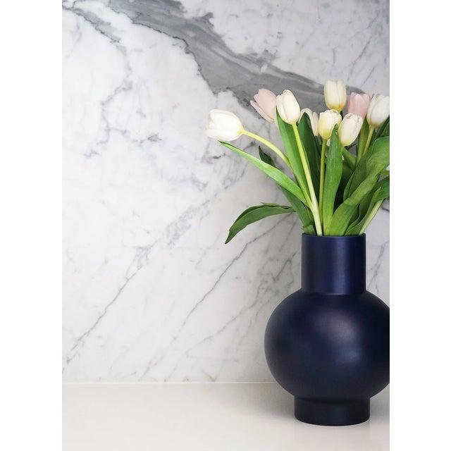 Raawii Strøm Dark Blue Vase For Sale In New York - Image 6 of 8