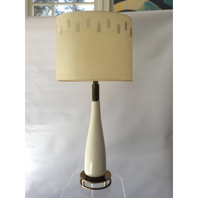 Large-scale Mid-Century table lamp by Stiffel Lighting, 1960s, unsigned. Glamorous white glazed ceramic body, with...