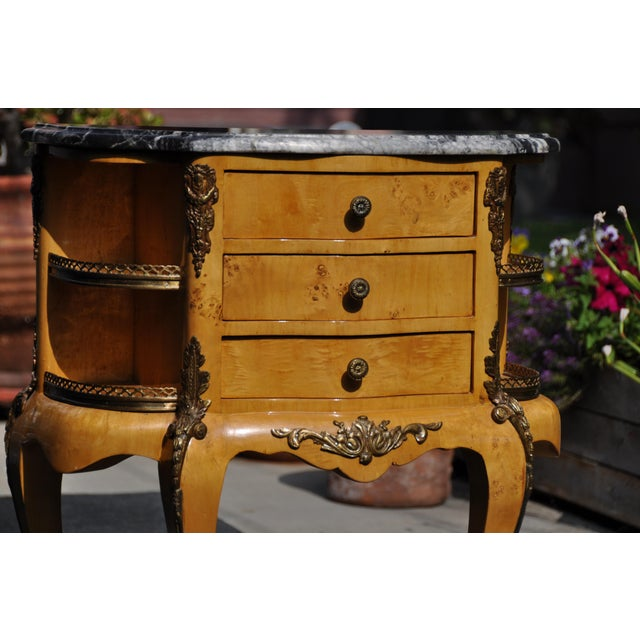 Vintage Louis XV Mounted Marble Top & Bronze Detail Side Table For Sale In Los Angeles - Image 6 of 11