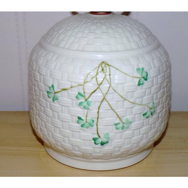Irish Belleek Basketweave Shamrock Pattern Lamp with Original Linen Shade For Sale In Providence - Image 6 of 10