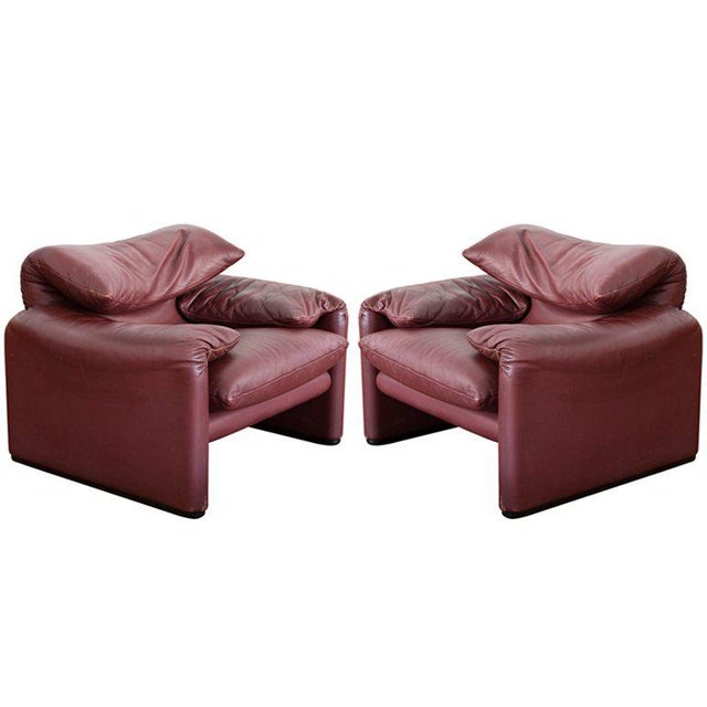 Pair Maralunga Armchairs with Ottoman by Vico Magistretti For Sale - Image 6 of 6