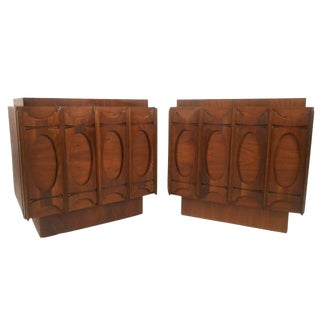 Pair of Mid-Century Modern Brasilia Style Nightstands For Sale