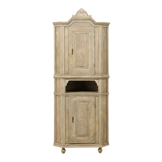 Swedish Early 19th Century Corner Cabinet with Carved Bonnet For Sale