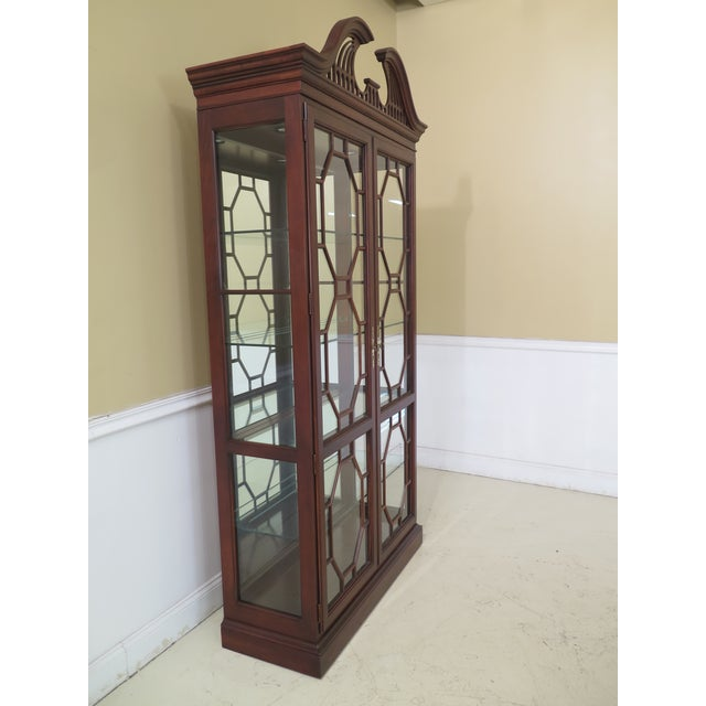 Lineage Chippendale Style Cherry 2 Door Curio Cabinet For Sale In Philadelphia - Image 6 of 11