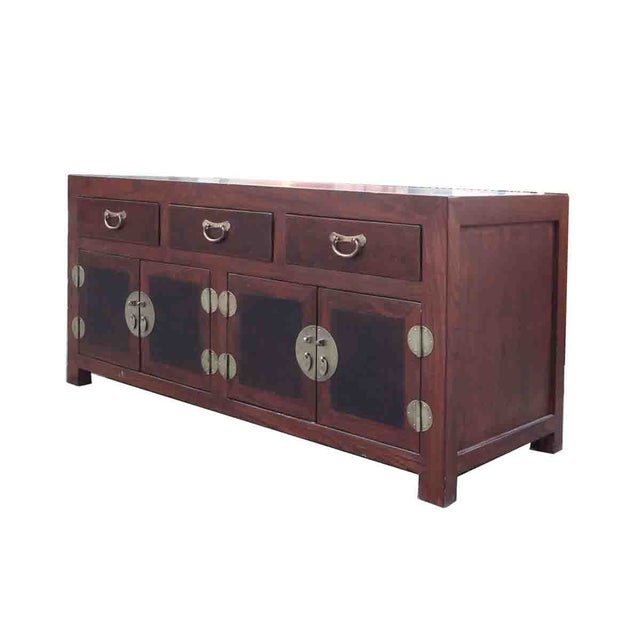 This simple low cabinet, originally from China, is made of elm wood and burlwood. The natural wood pattern of the elm wood...