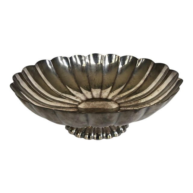 Mid 20th Century Reed & Barton Silver Scalloped Bowl For Sale
