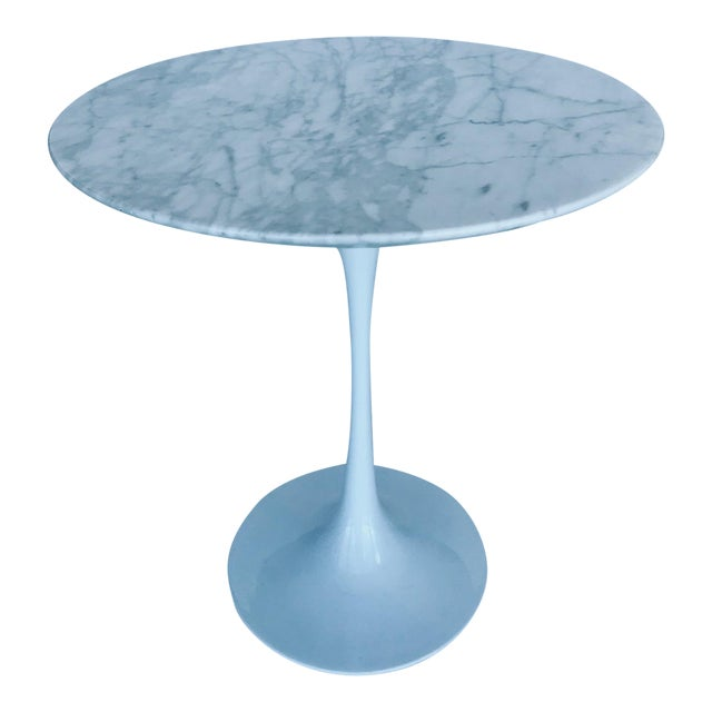Iconic Mid-Century Modern Tulip Side Table in Carrara Marble For Sale - Image 12 of 13