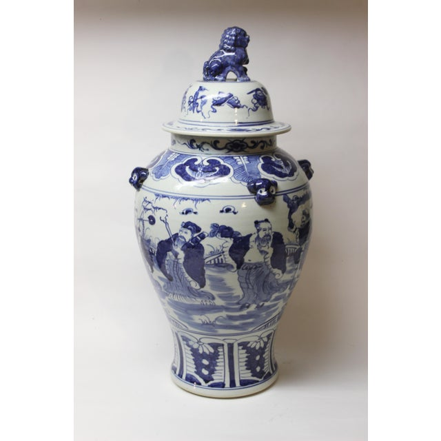 Large Chinese Blue and White Covered Jar For Sale In New York - Image 6 of 12
