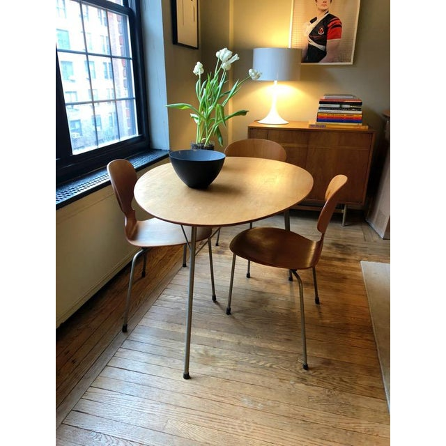 Tan Arne Jacobsen Egg Table With Ant Chairs Set For Sale - Image 8 of 9
