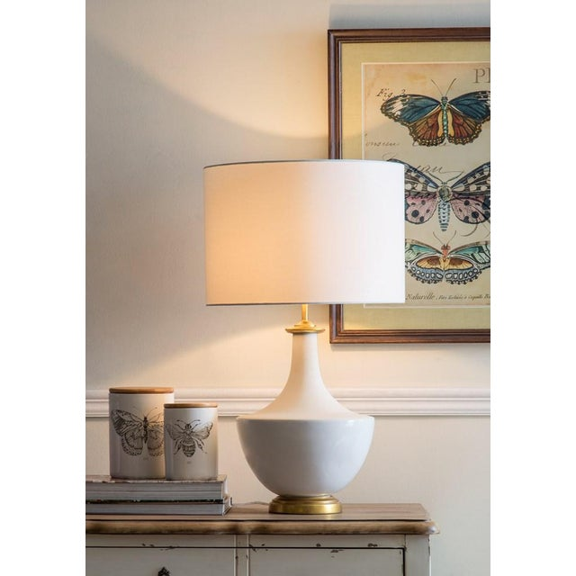 Mid-Century Modern White Ceramic Table Lamp With Shade For Sale - Image 3 of 10
