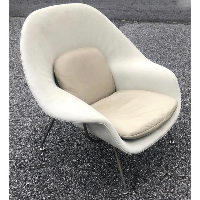 Mid-Century Modern 1960s Eero Saarinen Leather Womb Chair and Ottoman Knoll For Sale - Image 3 of 11