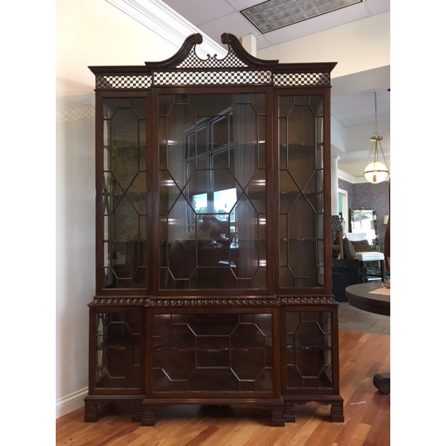 1980s Chippendale Baker Furniture Company Mahogany Breakfront China Cabinet For Sale - Image 11 of 11