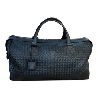 Bottega Veneta Nero Intrecciato Medium Leather Duffel Bag in Black For Sale
