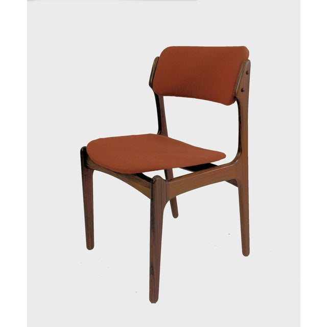 Set of 6 model 49 dining chairs in rosewood with floating seat designed by Erik Buch for Oddense Maskinsnedkeri. The model...