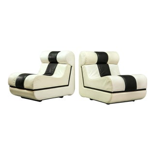 Artistic Eye-catching Set of Black & White Italian design Leather Lounge Chairs, 1970s For Sale