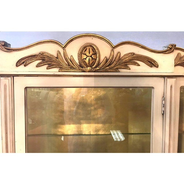 French Italian Cream Painted and Gold Gilt Display China Cabinet Vitrine For Sale - Image 3 of 10