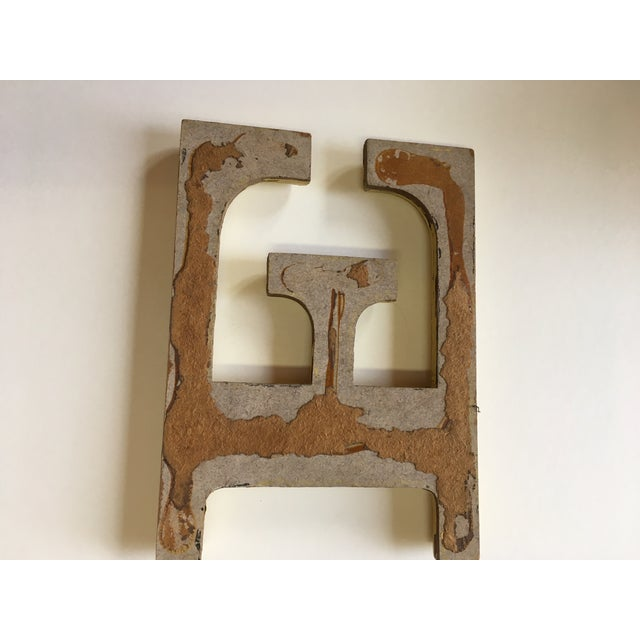 """Oil Paint 1940s French Letter """"E"""" Sign For Sale - Image 7 of 8"""