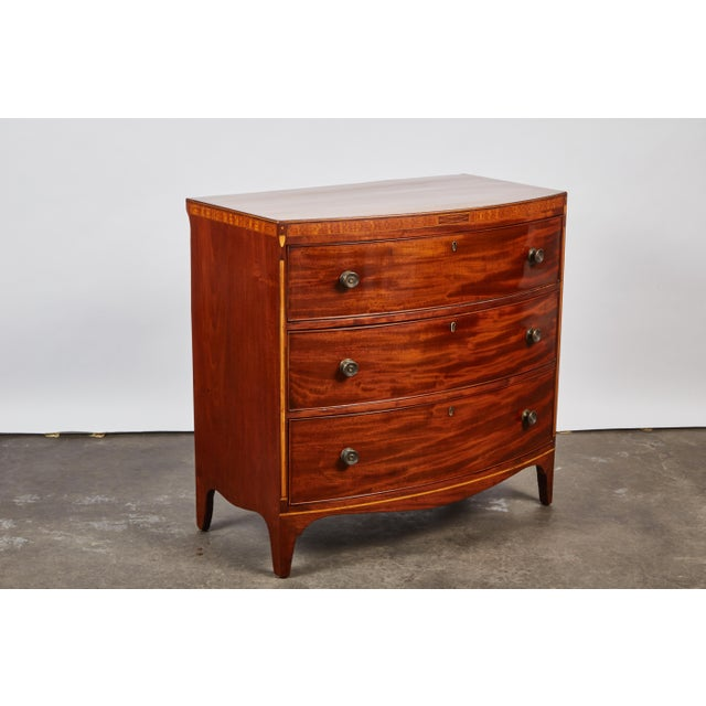 English 19th Century Medium Brown Mahogany Bow Front Chest of Drawers with Inlay - Image 6 of 10