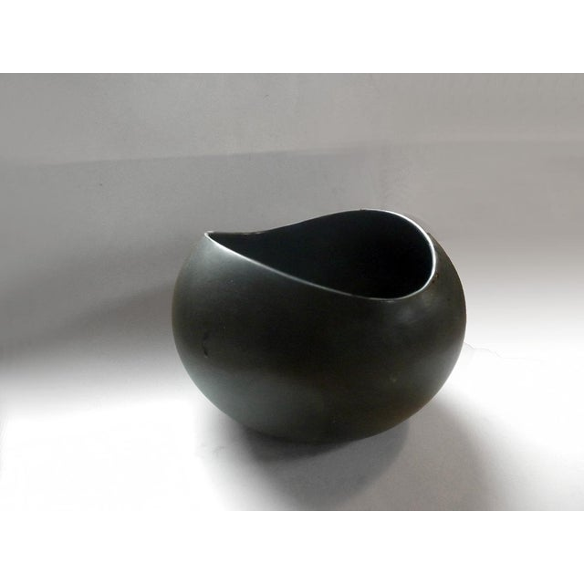 1960s Vintage Medium Salad Bowl in Early Dark Brown Glaze For Sale - Image 5 of 10