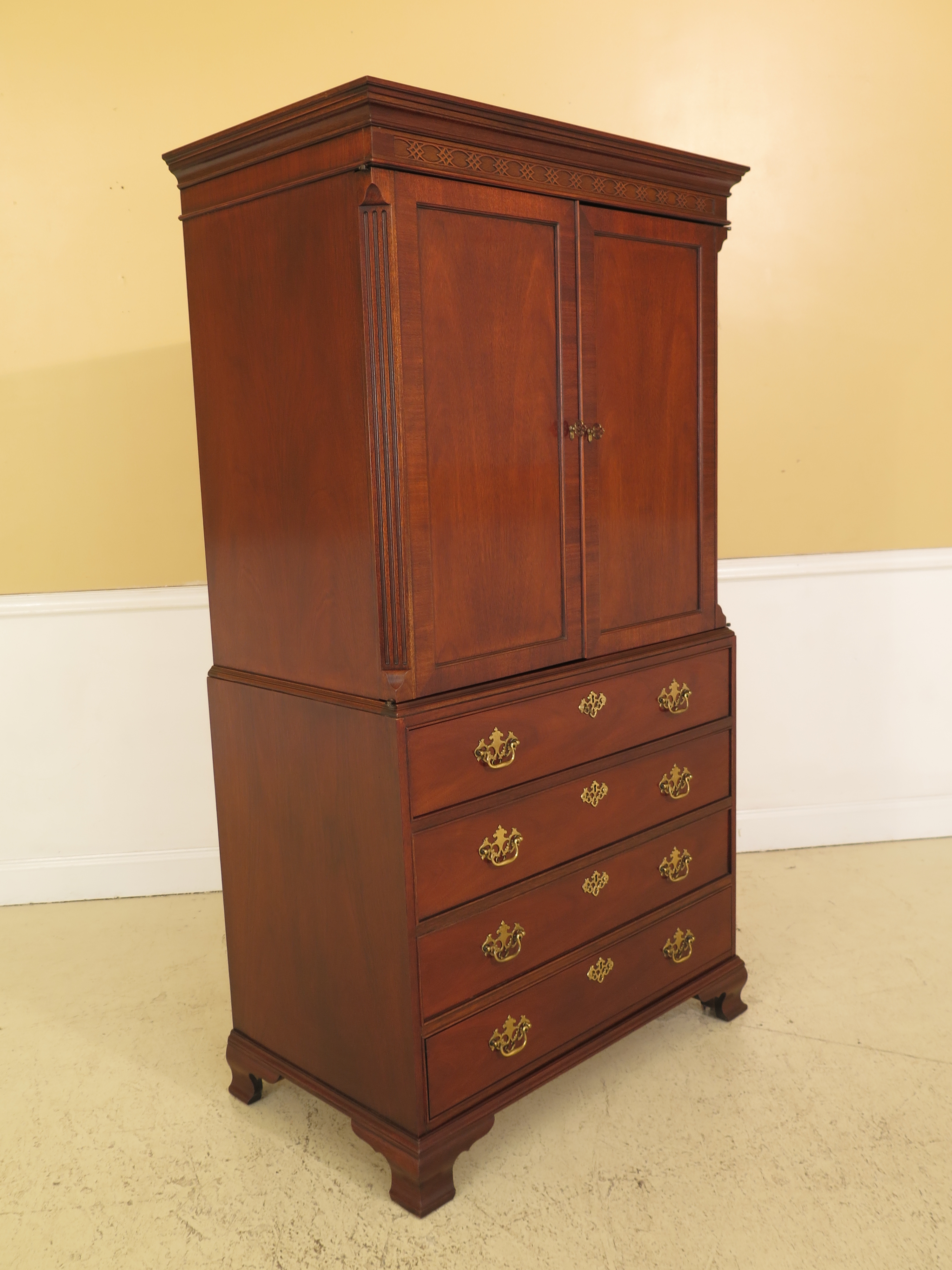 Item: Baker Mahogany 2 Door TV Armoire Entertainment Cabinet Age: Approx:  25 Years